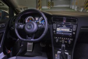 Volkswagen Golf R Variant Wnętrze